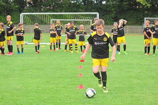 Fußballschule beim TuS Laer - Teamplay und Technik