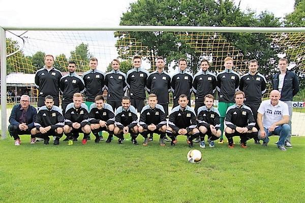 Provinzial Geschäftsstelle Peitz, Elferich & Witczak aus Münster sponsert Aufwärmshirts für die 1. Mannschaft