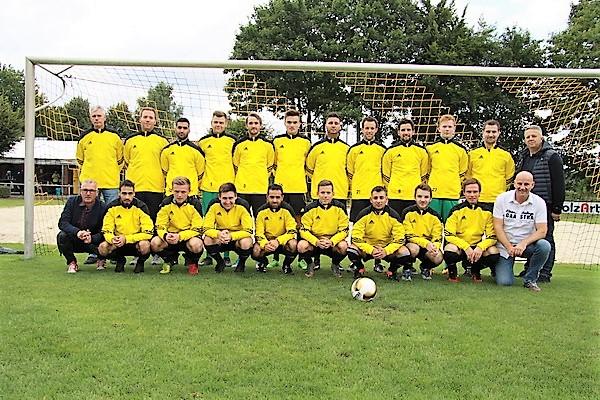 Nieladur sponsert Traininsanzüge für 1. Mannschaft