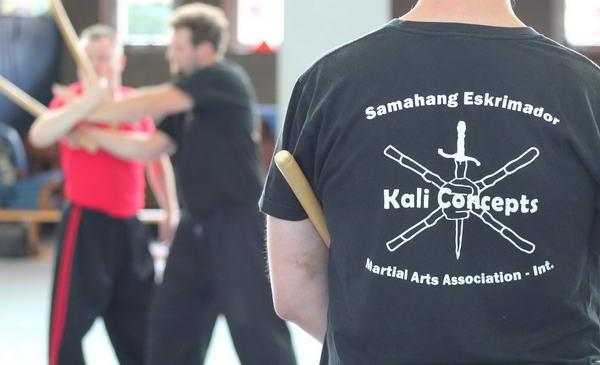 Kali Concepts - Der Umgang mit Stock und Messer in der Selbstverteidigung