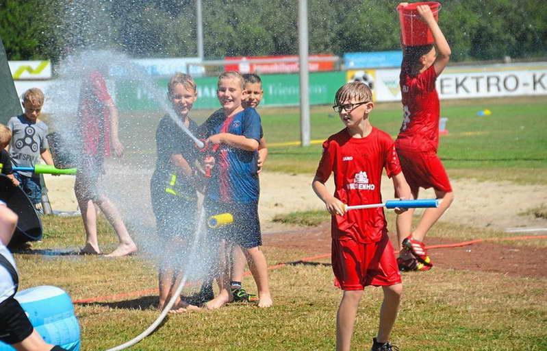 Familienfest: Wasserspiele sind besonders beliebt