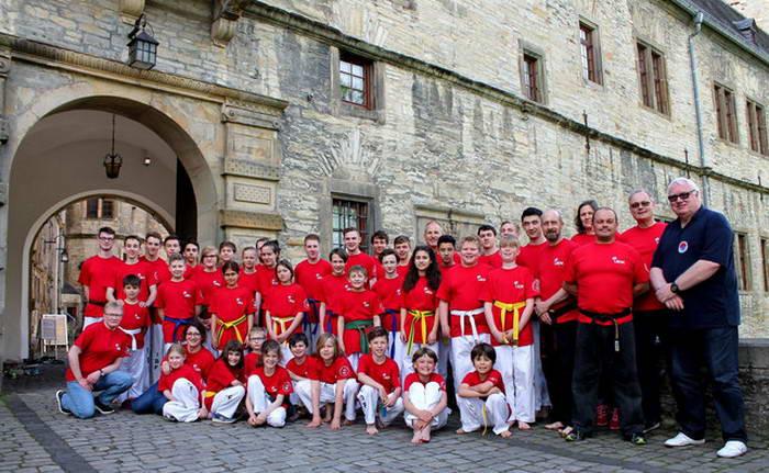tus laer fachschaft taekwondo Trainingslager auf der Wewelsburg Gäste Robert und Jannick Brutzer