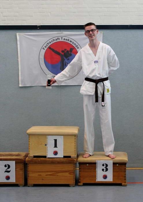tus laer taekwondo vereinsmeisterschaft Emil Scholz nicht anwesend Marvin Kottig nicht anwesend Jan Gerrit Krabbe