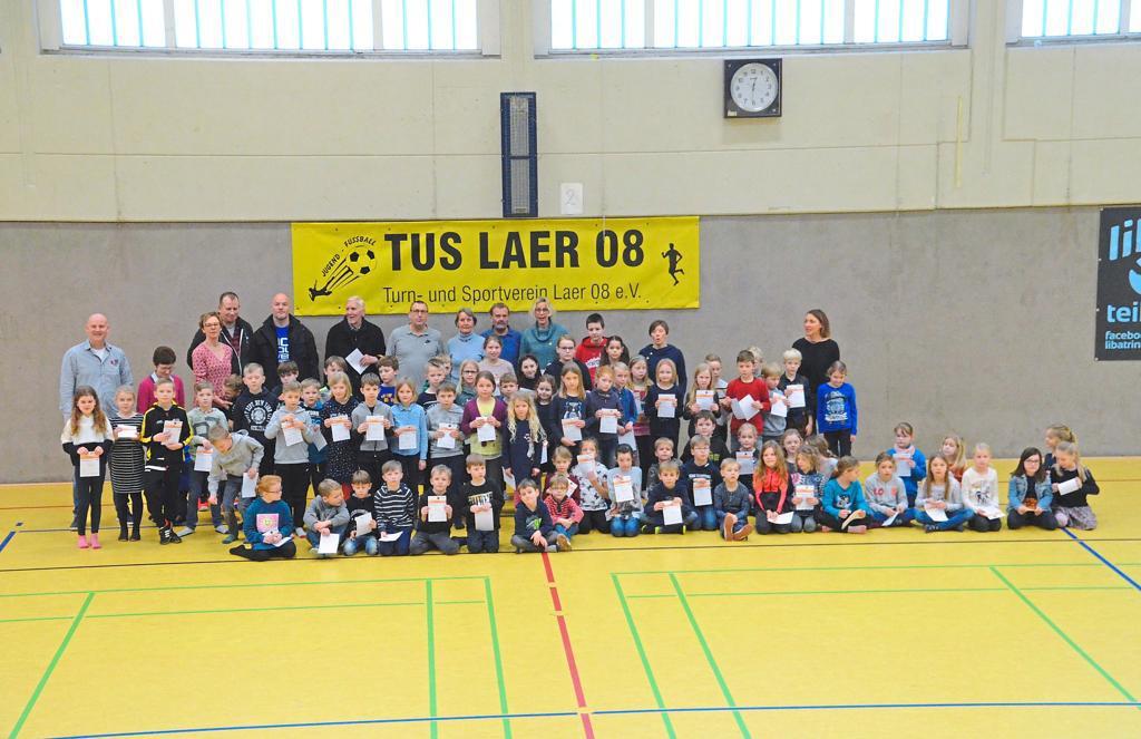 TuS Laer ueberreicht Auszeichnung an insgesamt Teilnehmer Sportabzeichen weiter im Aufwind image width
